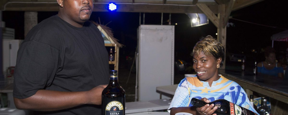 paula and cookie serving cocktails at trellis bay market